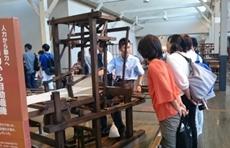 明治時代の機織り機